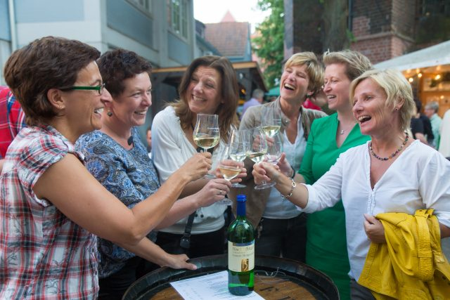 Der Weinmarkt in der Hansestadt Uelzen © Huchthausen