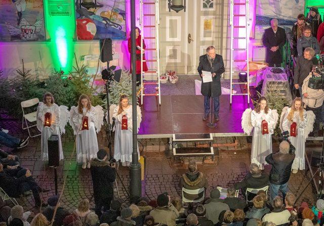 Abschlussveranstaltung am Weihnachtskalender (c) Huchthausen